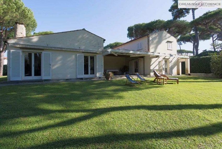 Villa-in-Pietrasanta-esterno-ridotta