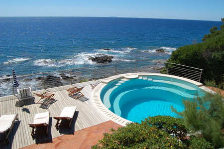 villa-con-piscina-vista-mare